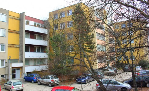 Na predaj 3 izbový byt v nízkopodlažnej tehlovej bytovke s krásnym výhľadom na Bratislavu