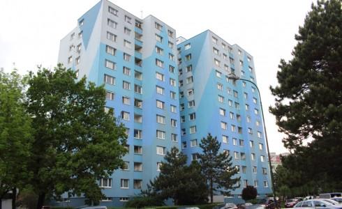 Na predaj 2 izbový byt na Bradáčovej ulici v Petržalke – Bratislava
