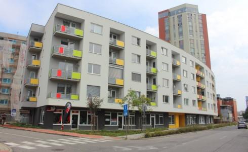 Na prenájom obchodný priestor v novostavbe na Úderníckej ulici v Petržalke – Bratislava